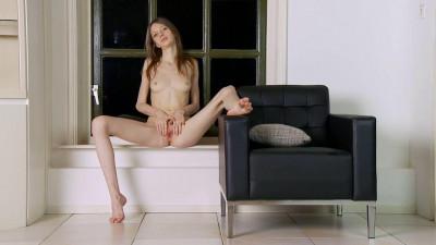 Gloria In The World Of Hidden Desires (2014)