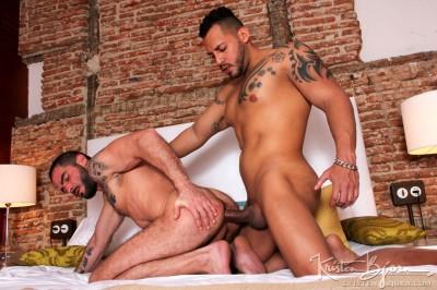 Cody Banx, Viktor Rom
