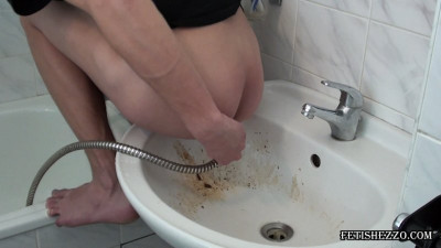 Fetishezzo - Morning enema in bathroom