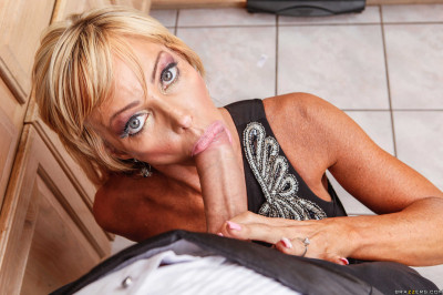 Milf Decided To Entertain Themselves Having Sex