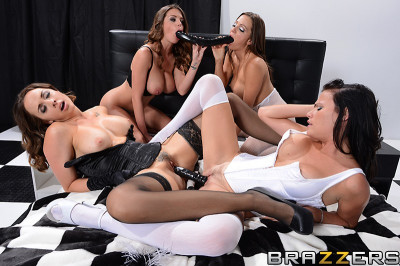 Fashionable Ladies In Lesbian Foursome
