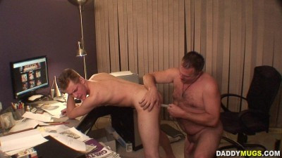 Smoking Daddy Gets Serviced - DaddyMugs