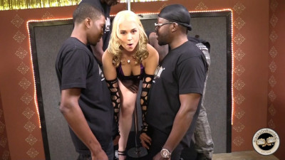 Behind The Scenes – Sarah Vandella