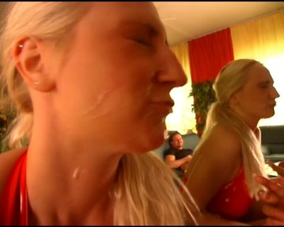 Hot blondes in a threesome