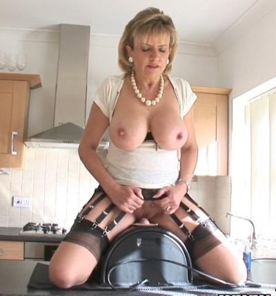 Lady Sonia Sybian Orgasm