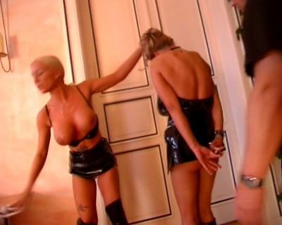 Slavegirl in a 3sum