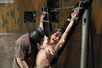 In Captivity Maniac – Sinn Sage