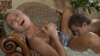 Mature Elena loves hot sperm