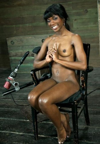 Chocolate beauty gets orgasms