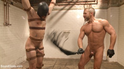 I'll show you fucking leather!« — Two punks taken down in the gym»
