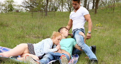 Ennio Guardi, Rosta Benecky, Alex Ginger — Great Bisex Time with Sweet Redhead (2016)