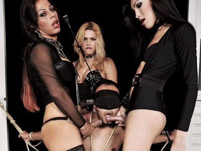 Session of Pain With Three Dommes
