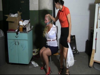 The full figured blond couldn't escape her skinny captor (2014)