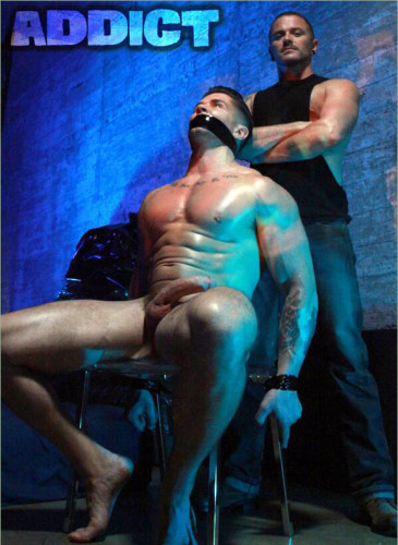 Trenton Ducati & Max Cameron in «Addicted To Power»