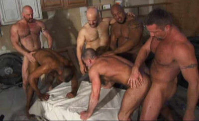Muscle Bears In Hard Orgy