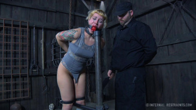 BDSM with Elizabeth Thorn & Delirious Hunter