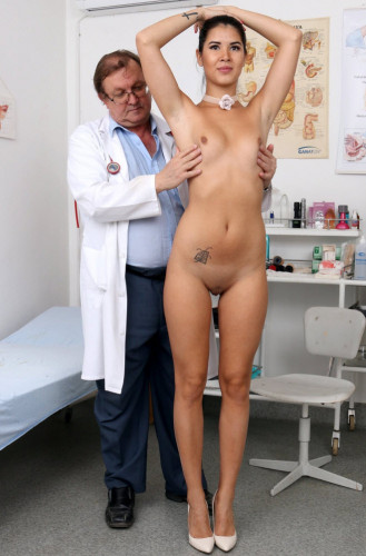 Lady Dee (19 years girls gyno exam)