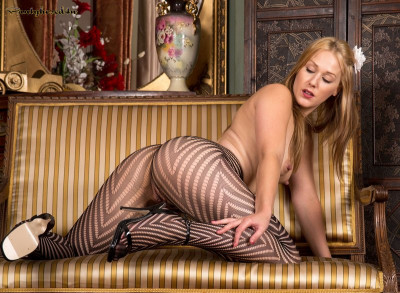 A pantyhose stripe tease! (28 Oct 2015)