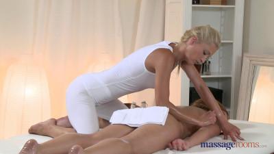 Nice Pussy Massage 1