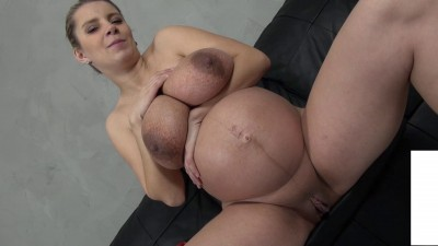 Pregnant Karina shows us her vagina muscles