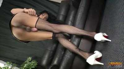 Stunning Baiw Strokes Her Huge Cock