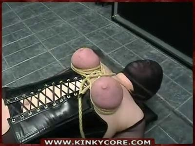 Kinkycore session 21 - clothespins and labia stretching