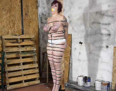 Jolies Big Tits Bounce As She Hops To The Workshop To Be Ziptied – Part 2