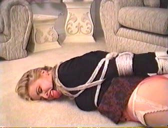 Captive S. Sadie Belle, Lindsey Sinclaire