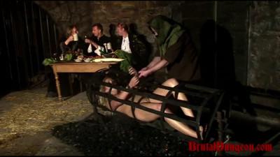 Wench Magda Endures Extreme Food Play – BrutalDungeon