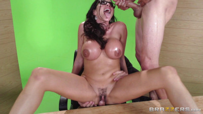 Sexy Lady Decided To Have Sex Live On Camera