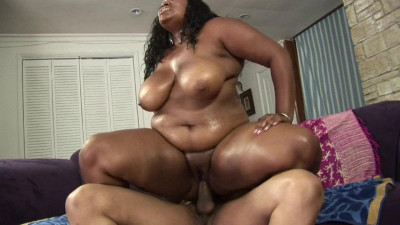 Cute ebony BBW fucks and gets creampied
