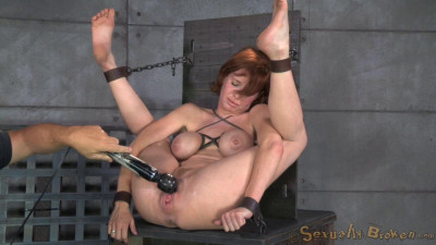 Redheaded MILF Veronica Avluv