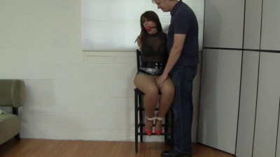 Elizabeth Andrews Scammed By A Guy With Camera (2015)