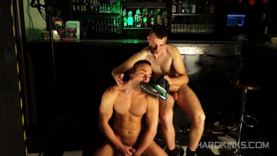 Hard Kinks — Golfo & Leonardo Lucatto