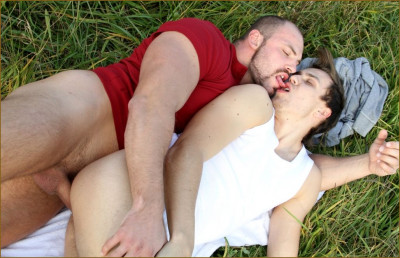 Muscular Studs Fuck in The Grassy