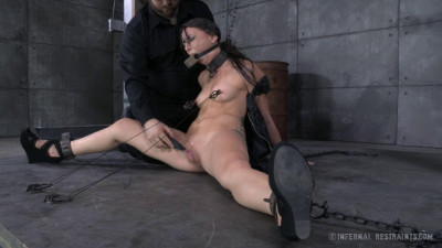 Newbie Mandy Muse Gets Her First Experience With BDSM