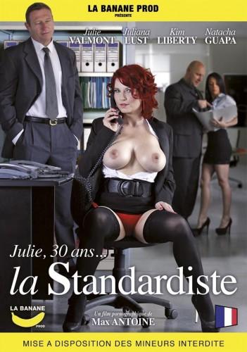 Description Julie, 30 ans... la standardiste