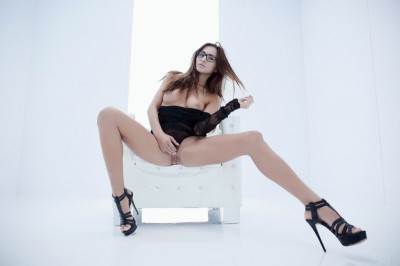 Michaela Isizzu, Scarlett – Teasing you is my desire