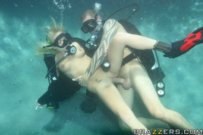 Hot Blonde Learn To Dive Under The Water