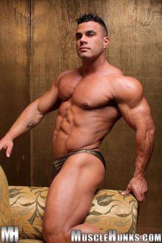 Bodybuilder Enzo Pileri 2