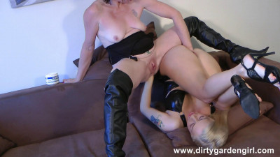 Isabella and Donna piledriver fisting.