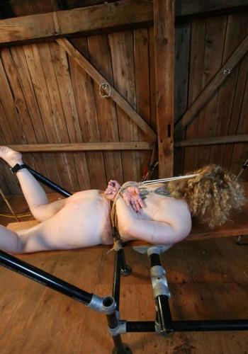 Runt Tortured Tootsies With Slutcam
