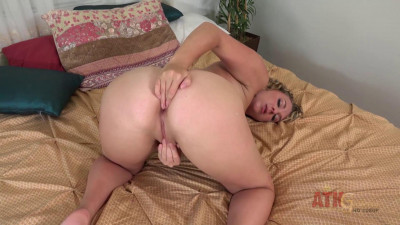 Round Blonde In Solo Action — (1080)