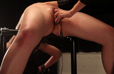 Spread a slave, whip lash, put in a gag in her mouth and began to torment her wet pussy