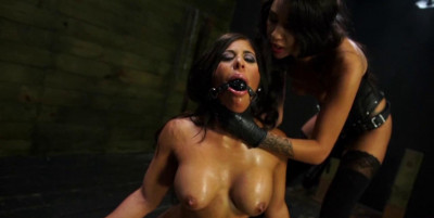 Obedient sex slave Alexa Pierce Worships Mistress Esmi Lee