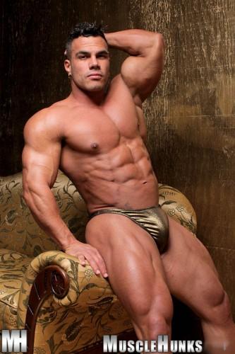 MuscleHunks - Enzo Pileri 2 (2012)