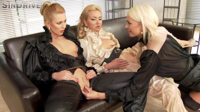 The girl pours from the top of his mistresses with urine