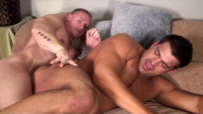 Rock Logan fucks Vince Ferelli's tight hole (720p)