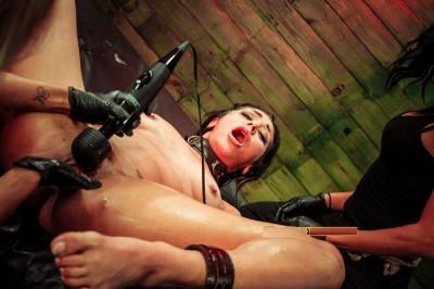 Anal Hook Double Penetration BDSM Fun With Isa Mendez, Mila Blaze & Ava Kelly