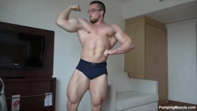 Pumping Muscle — Bodybuilder Felix — Photo shoot
